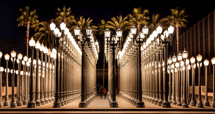 Urban Light sculpture, Chris Burden collected real street lamps from the 1920s and 1930s