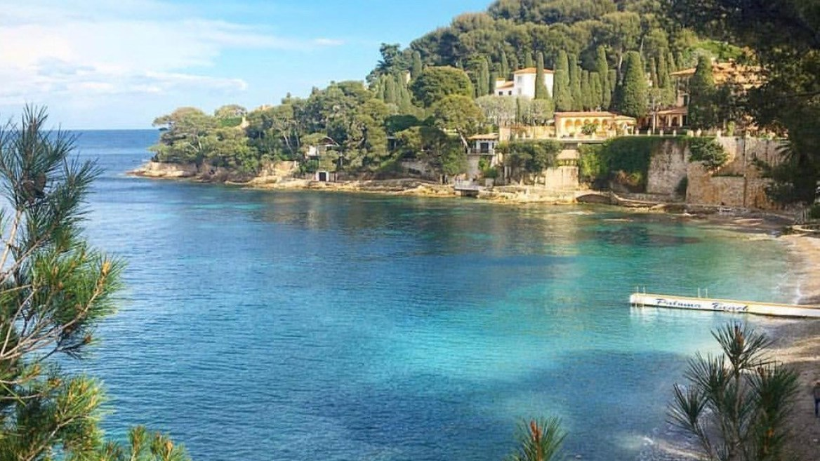 ocated in the town of Saint-Jean-Cap-Ferrat, on the outskirts of Nice, Paloma Beach is known for its popularity among celebrities
