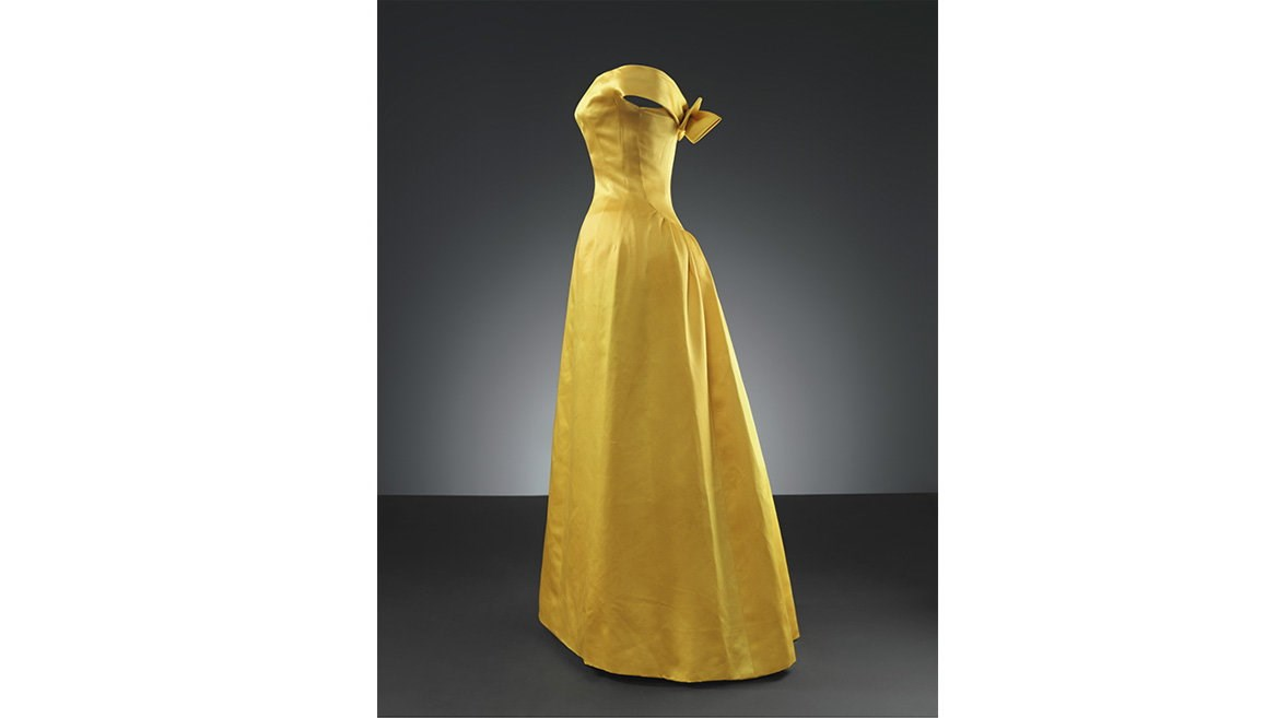 Evening dress in yellow satin by the master Balenciaga