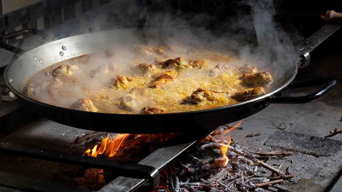 Quique Dacosta is the chef who has revolutionized Valencian cuisine and has just brought his paellas to London with the inauguration of Arros QD