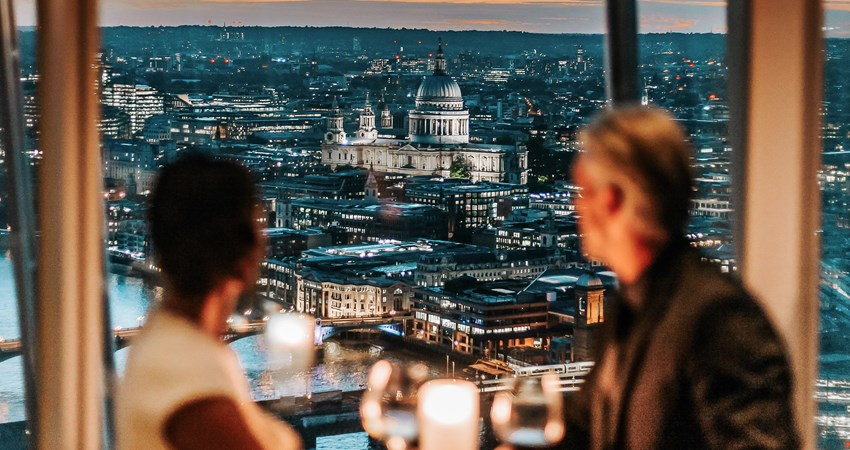 One of the best restaurants to celebrate New Year's Eve in London is Ting, on the 34th floor of The Shard, one of the most famous skyscrapers in the British capital.
