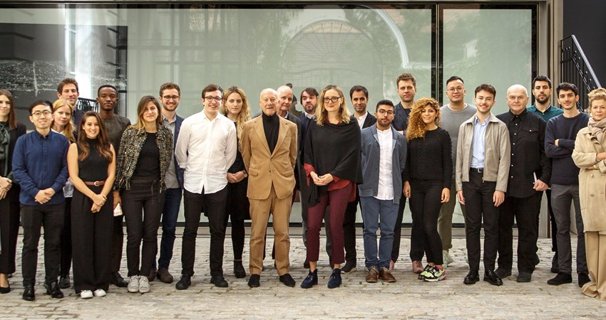 The architect, at the entrance of the Norman Foster Foundation, together with a group of students and collaborators during the third edition of Robotics Atelier (2019)