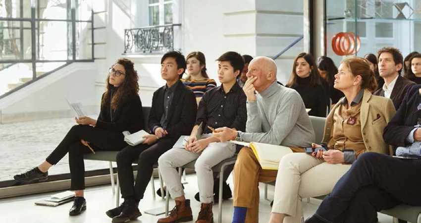 In addition to carrying out projects of international scope, the Norman Foster Foundation offers scholarships and holds workshops, forums and public debates