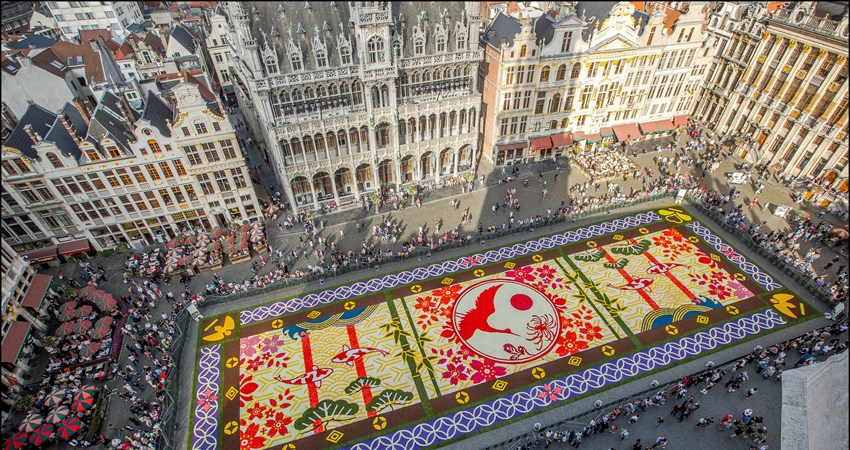 The Grand Place flower carpet will be installed this year from 13 to 16 August and will be covered by nearly 1,000,000 begonias.