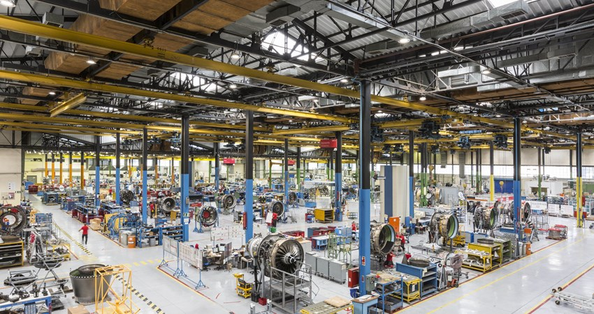 As part of its commitment to reach zero net emissions by 2050, Iberia is going to install in La Muñoza, where hangars, workshops and offices are located, the largest self-consumption plant among the Ibex 35 companies.