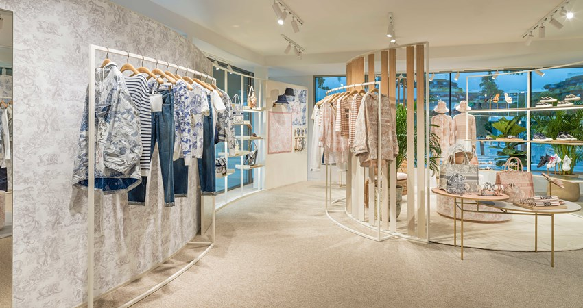 Dior has opened a pop-up store in Ibiza's marina with an exclusive collection for the island. Hurry, as it closes in October.