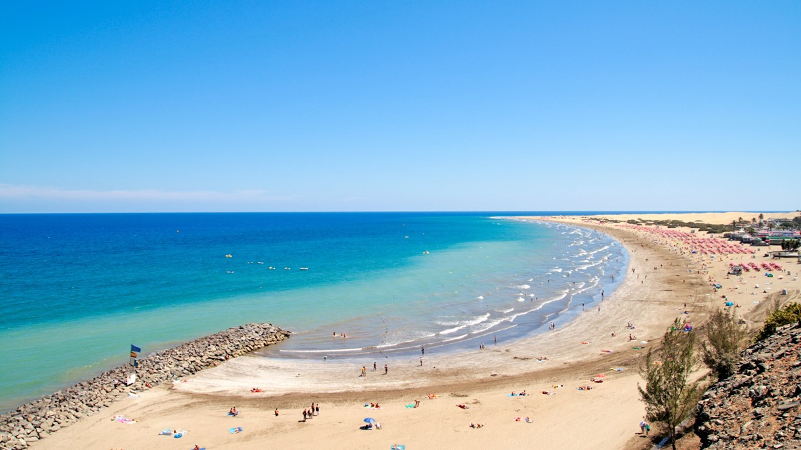 Playa del Inglés is one of the most touristy places in Gran Canarias, perfect for visiting with the family.