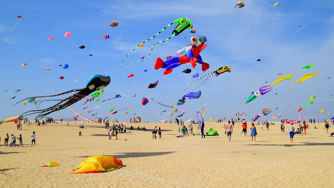 The Grandes Playas de Corralejo in Fuerteventura are surrounded by the largest dunes in the Canary Islands. Every November, they are the site of the International Kite Festival.