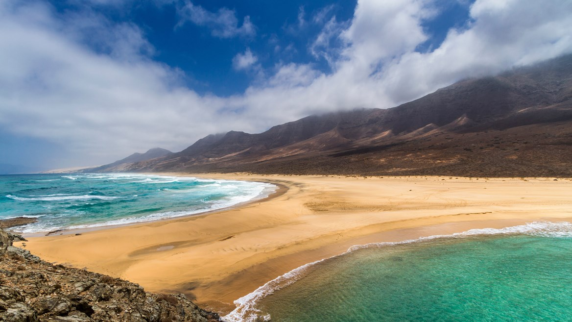 Its difficult access and remoteness from urban centres make Cofete beach one of Fuerteventura's wildest and loneliest, but it is also one of its most spectacular.