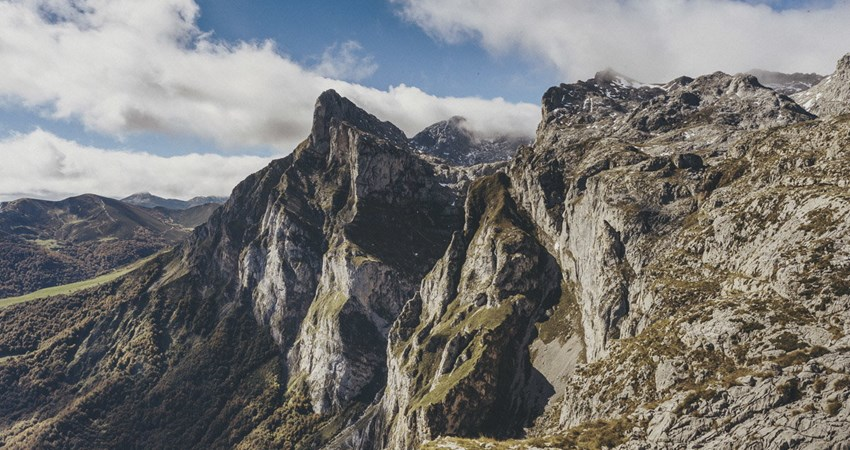 The road to Puertos de Áliva from Fuente Dé is one of the best routes for hiking with the kids in the Picos de Europa.